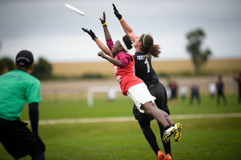 Allysha Dixon of Philadelphia AMP lays out for the disc in front of Lexi Zalk at 2016 Club Nationals. (Paul Andris, Ultiphotos)