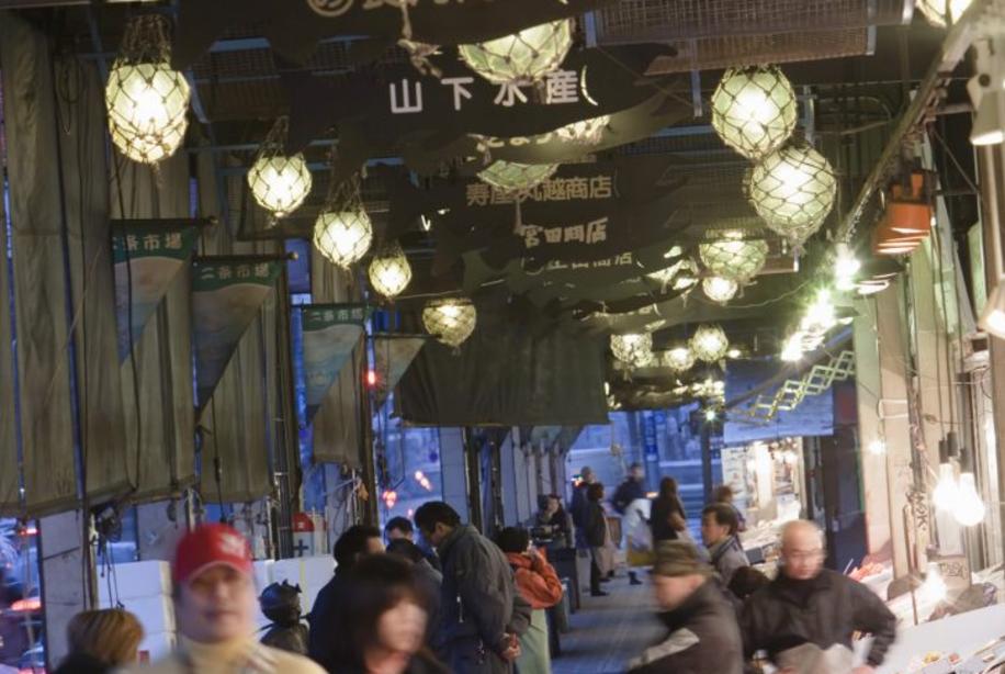 地域密着型店舗を核にした商業活性化方策検討調査('11 中国経済産業局) - 中国地方にある地域に密着して成果を上げている店舗を抽出し、ヒアリングを通してその成功の秘訣をまとめた冊子を作製しました。