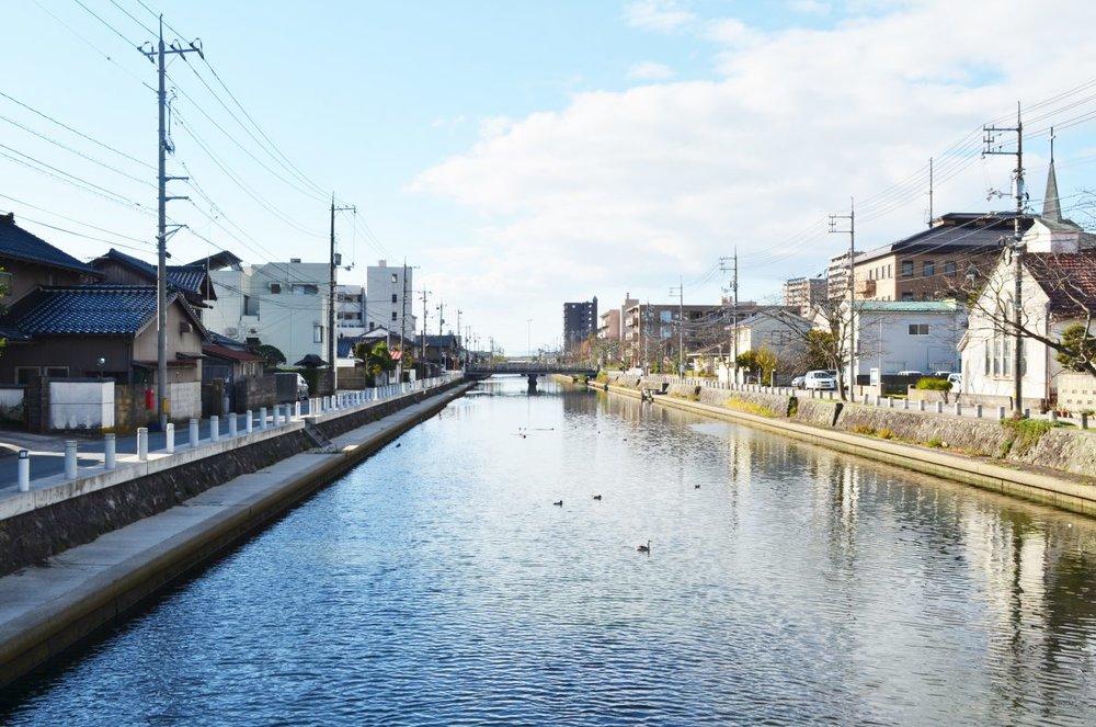松江市拠点形成計画策定業務('15 島根県松江市) - 拠点連携型のまちづくりの基本方針や基本構造のあり方について整理しました。「わがトコ暮らし住民会議」を開催し、市民の方から幅広い意見をお聞きし計画づくりに生かしました。