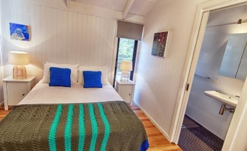 Cottage 6 _ Bedroom .jpg