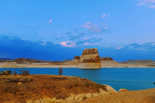 True Utah Blue 💧 . . . .  #getoutside #lakepowell #blue #utahgram #outdoorphotography #photooftheday #landscape #justgoshoot #getlost #weliveroexplore #travelawesome #discoverearth #landscape_captures #natgeoyourshot #gotravel #travelstoke #travelporn #stunning_shots #nature_wizards #amazingtravelbeauty #bpmag #guardiantravelsnaps #yourshotphotographer #bbctravel #iamatraveler #cnntravel #backpackwithme