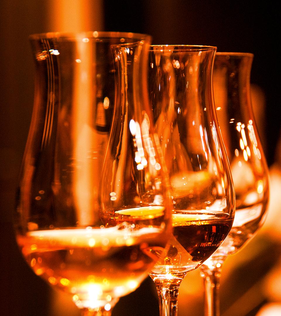 whisky. - Sélection 2017 by Suntory Whisky.• Hibiki 21. Suntory Whisky• Hibiki 17. Suntory Whisky• The Hakushu Single Malt 18. Suntory Whisky• The Yamazaki Single Malt 25. Suntory Whisky