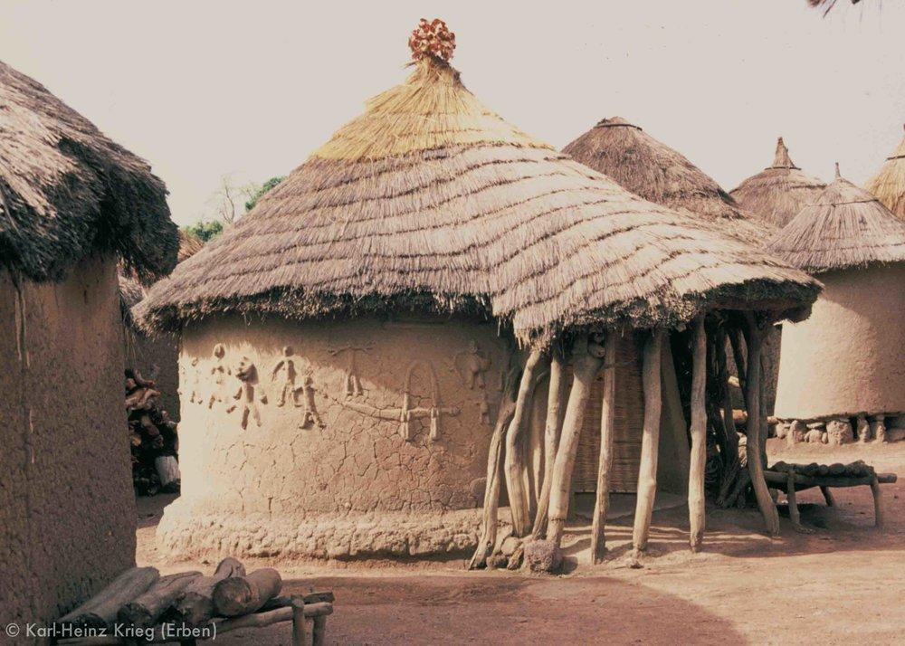 Fetisch-Haus in Odia (Region von Boundiali, Côte d'Ivoire). Foto: Karl-Heinz Krieg, 1976