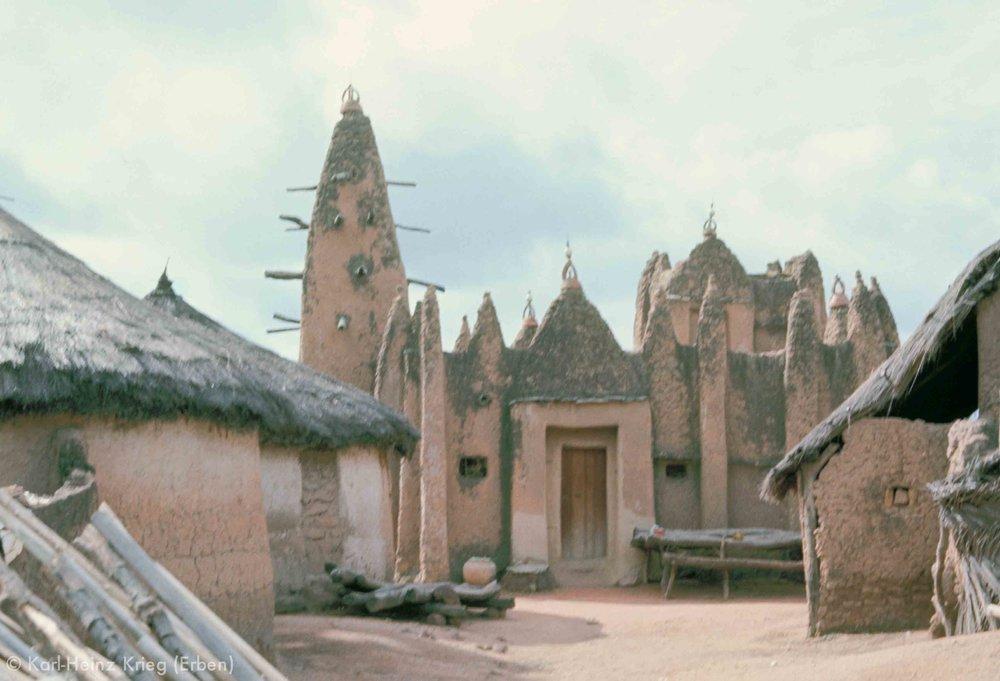 Alte Moschee in Kouto (Region von Boundiali, Côte d'Ivoire). Foto: Karl-Heinz Krieg, 1976