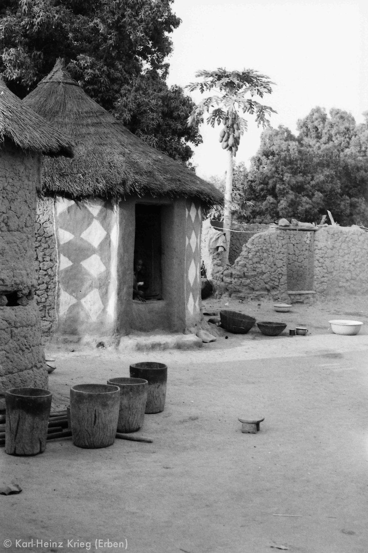 Bemaltes Frauenhaus in Diamankani (Region von Tengréla, Côte d'Ivoire). Foto: Karl-Heinz Krieg, 1978