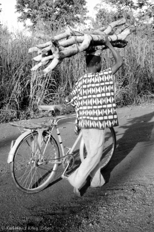 A Senufo from Odia wears a  Flabourouh  painted by Dossounon Koné. Photo: Karl-Heinz Krieg, Odia (Region of Boundiali, Côte d'Ivoire), 1976