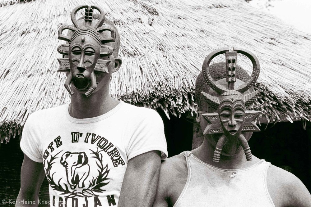 Two  kodaliyèhè masks carved by Sécondjéwin Dagnogo. Old mask (left)carved in about 1965 and used by the Fono group of Poundiou.New mask (right)carved as an replacement for the old mask in 1977.Poundiou (Region of Boundiali, Côte d'Ivoire),1977. Photo: Karl-Heinz Krieg