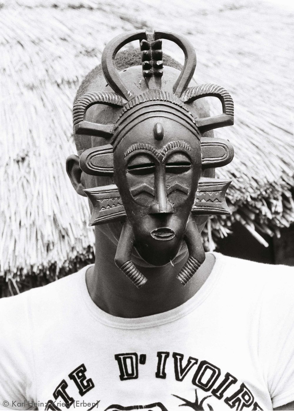 Kodaliyèhè mask carved by Sécondjéwin Dagnogo in about 1965 and used by the Fono group of Poundiou. Poundiou (Region of Boundiali, Côte d'Ivoire),1977. Photo: Karl-Heinz Krieg