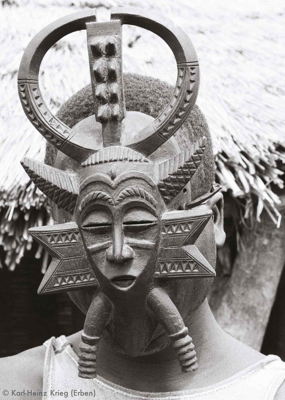 Kodaliyèhè mask carved by Sécondjéwin Dagnogo in 1977 as an replacement for an old mask for the Fono group in Poundiou.Poundiou (Region of Boundiali, Côte d'Ivoire),1977. Photo: Karl-Heinz Krieg