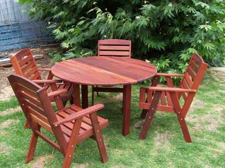 p2 4 seat Jarrah round  table  no edging.jpg