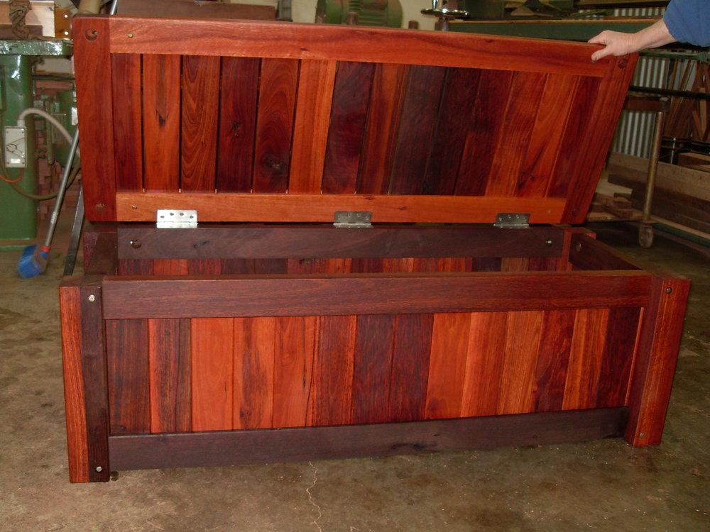 c26 Outdoor storage bench heavy duty.JPG