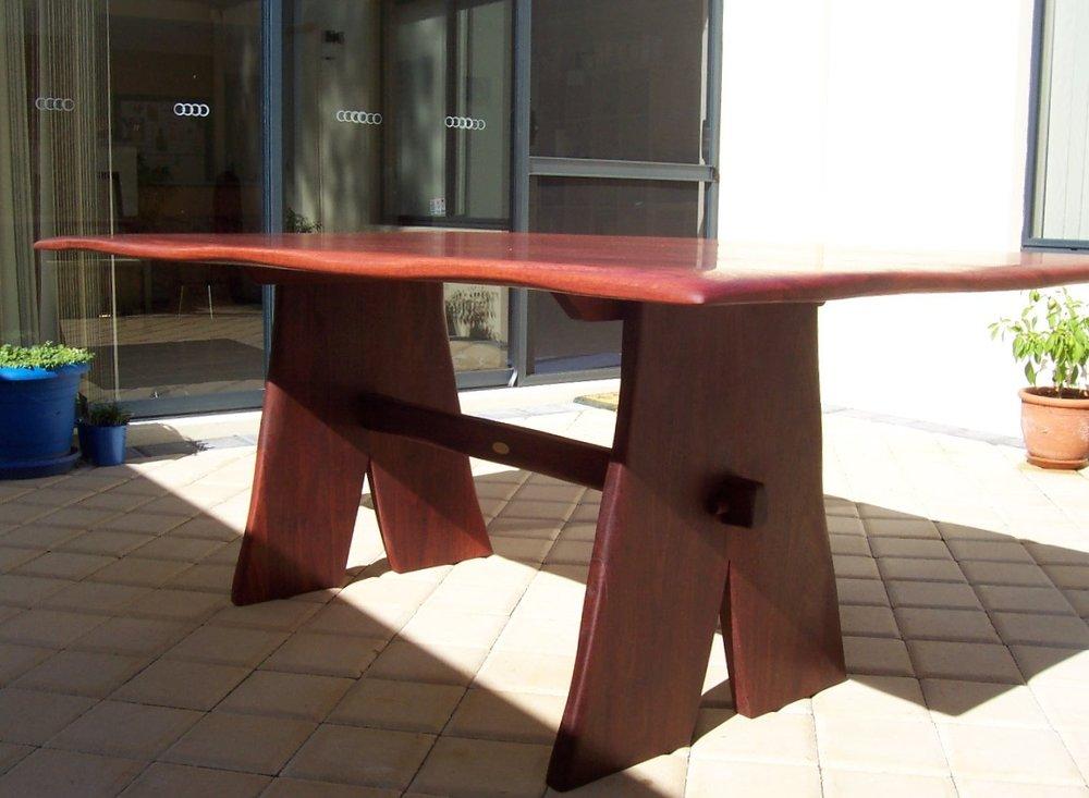 patio table waved edges 1.JPG