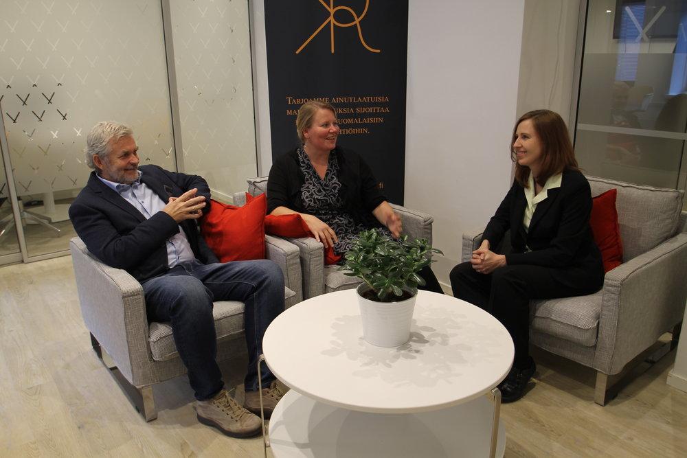 Kuvassa vasemmalta: Pekka Mattila (Desentum), Terhi Vapola (Kansalaisrahoitus) ja Kati Sallinen (Desentum)