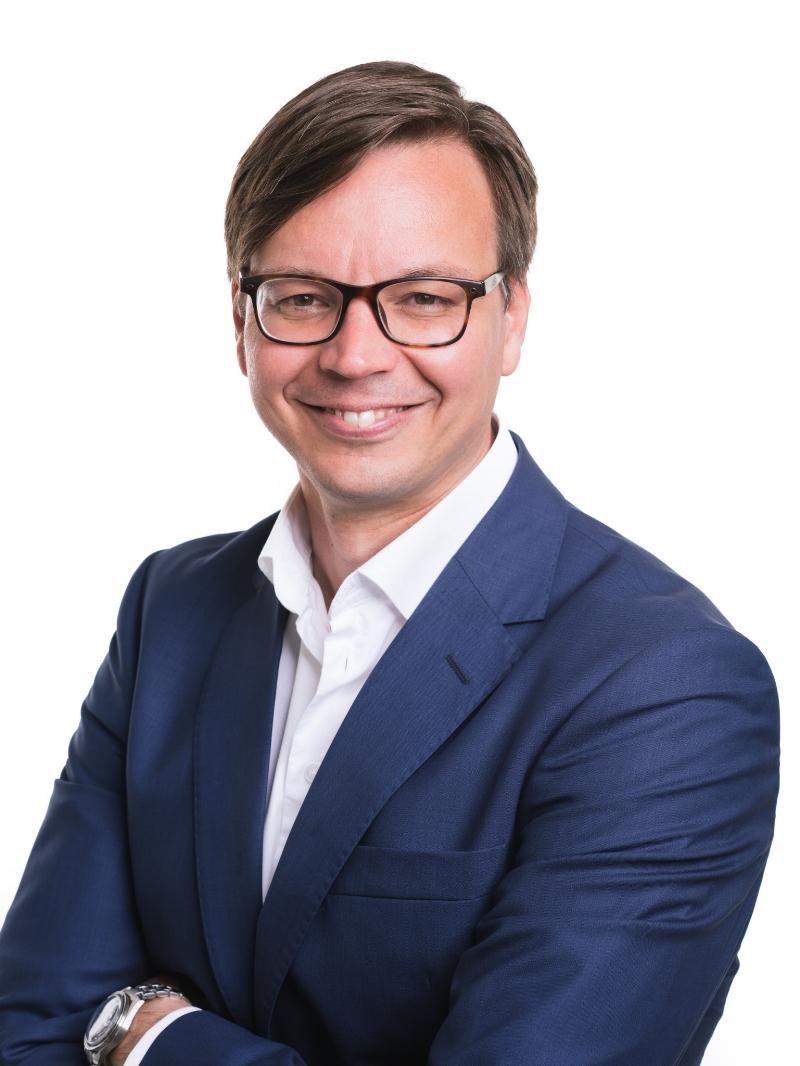 Varainhoidon johtaja Petri Karhapää.