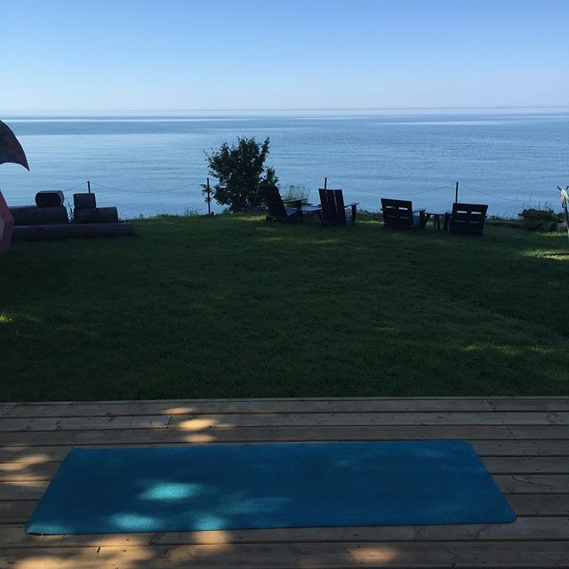 Beautiful morning for some yoga by the lake @drakedevonshire #drakebythelake #pec #pecyoga #countyup #yogaeverydamnday