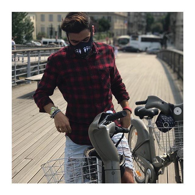R-PUR : Masque anti-pollution - 🇫🇷 Le Vélib à Paris ? Jamais sans mon masque R-PUR ! - - 🇬🇧 Riding a Vélib in Paris ?  Never without my R-PUR mask ! - #rpur #rpurmask #mask #antipollution #pollution #fightpollution #airpollution #ffp3 #protection #rider #cities #madeinfrance #harley #lifestyle #paris #france #healthy #motocycle #bike #respire #choper #harleydavidson #new #comingsoon #startup #instagood #vsco #vscocam #ladefense #tbt