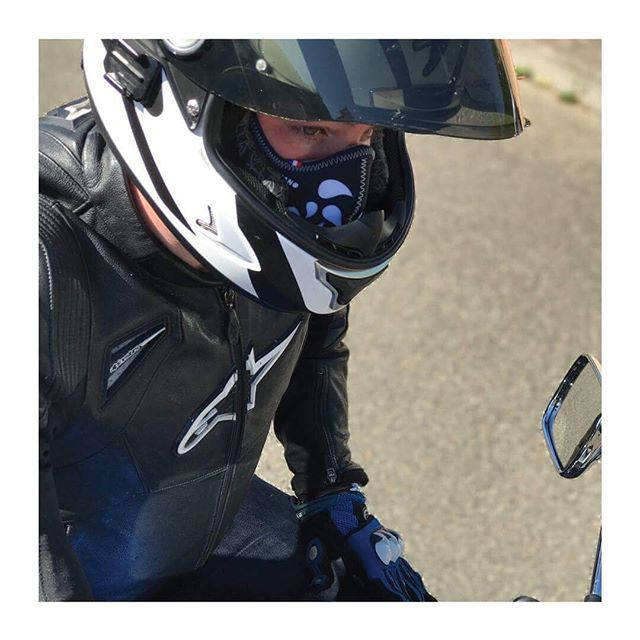 R-PUR : Masque anti-pollution - 🇫🇷 Le saviez-vous ? Le masque anti-pollution s'intègre à tous types de casques, même un casque intégral ! • • - 🇬🇧 Did you know ? The R-PUR antipollution mask fits inside all helmets, even full-face helmet ! • • • • #mask #instagood #paris #france #photooftheday #tbt #love