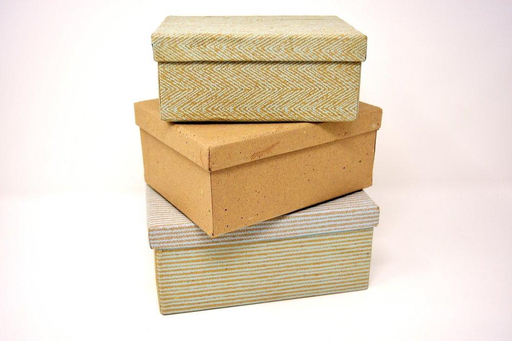 cardboard-boxes-3110034_1920.jpg