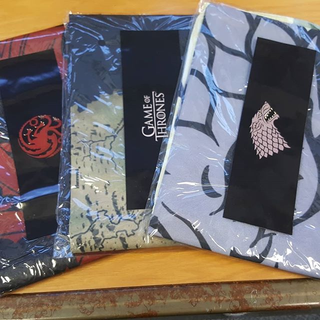 GIVEAWAY, another one edition!🙏🙏🙏 You guys did pretty well last week, but we know you can do better, so this week we will have not one, but three giveaway prize winners! 👑👑👑 Just like last time be sure to follow, like the post, and tag 2 friends to have a chance to win one of these three beautiful Game of Thrones Banners. Winners will recieve a private message on Monday May 7th.  #GoT #giveaway #gameofthrones #targaryen #stark #westeros #housebanner #fantasy #freestuff #showsomelove #bas #bestanimeshop