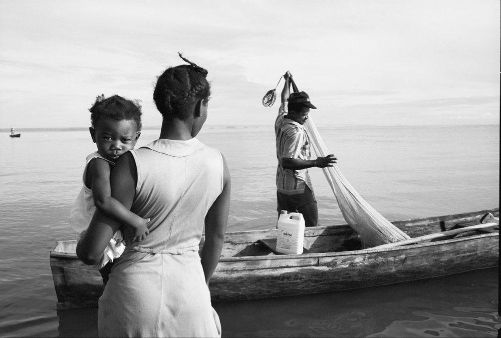 Tony Gleaton,Family Of The Sea, 1988, Livingston Guatemala