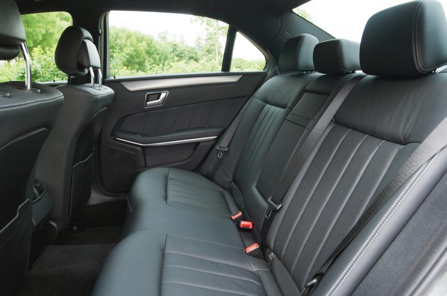 e-class-saloon-rear-seats-11.jpg