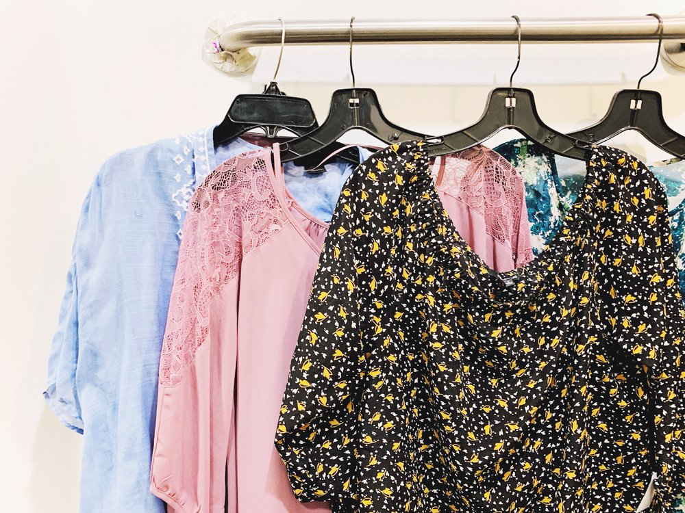 Consignment Shopping Tips + Why There's Never Been a Better Time | Design Confetti #sustainableclothing #shoppingtips #consignment