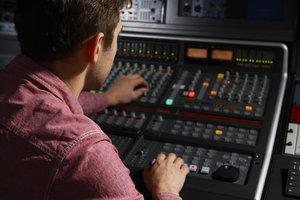 SOUND & ENGINEERING TECHNICIAN -