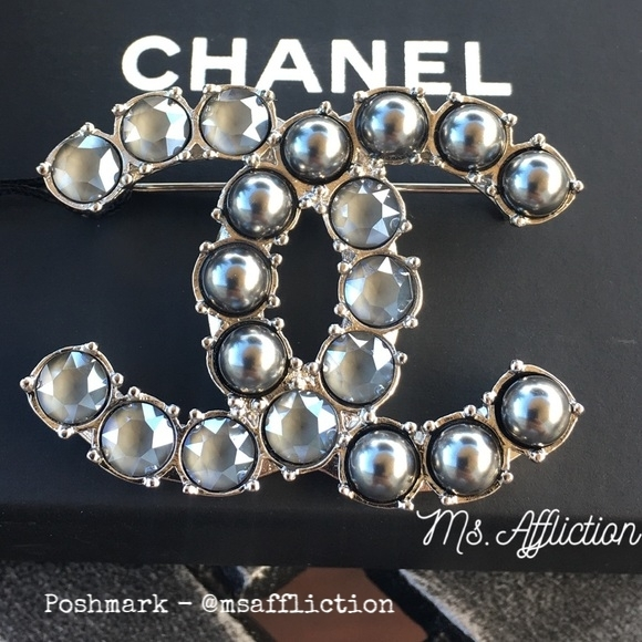 CHANEL Authentic Tahitian Pearl Crystal CC Brooch
