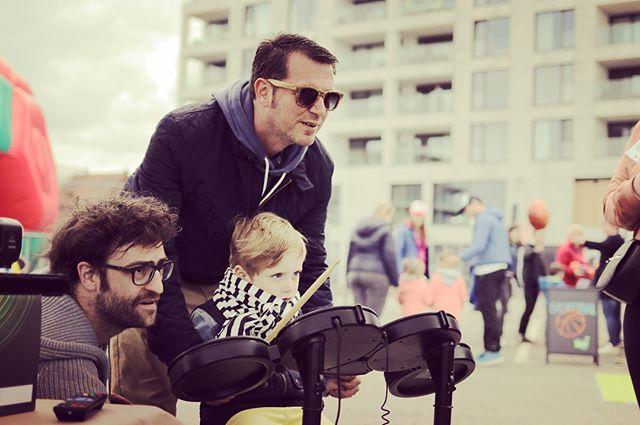 Vandaag konden kleutertjes in @littleballvillage in Waregem ook eens proeven van muziek. We waren er zeer graag bij! 🙌