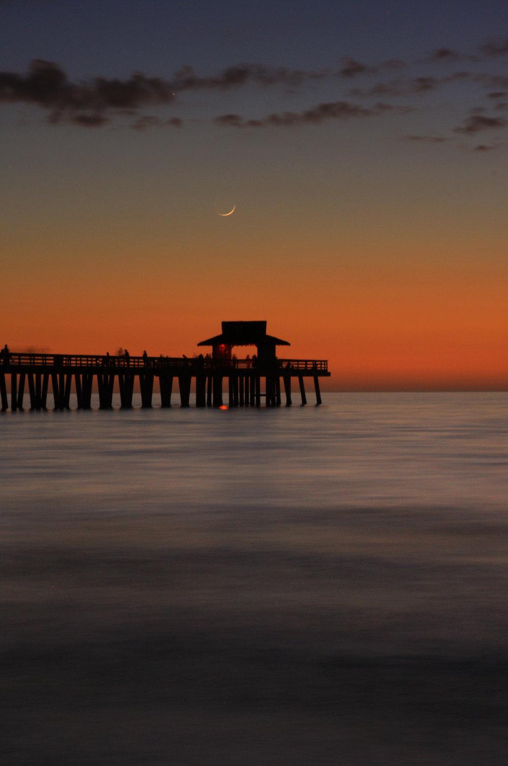 44 Naples Pier and Crescent Moon_1090.jpg