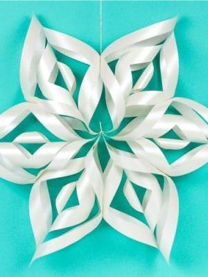 Best Cricut Projects-3d snowflake-Hey Lets Make Stuff.JPG