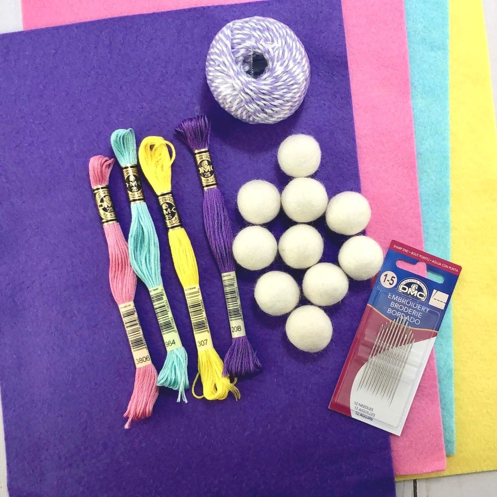 Supplies+needed+to+make+a+felt+Easter+Bunny+banner+with+the+Cricut.jpg