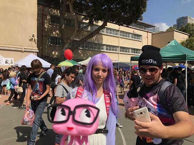 I had so much fun meeting cool people and spreading pink vibes at the first day of icon festival 2017