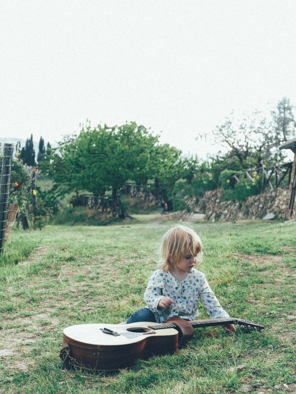 samantha-baby-guitar