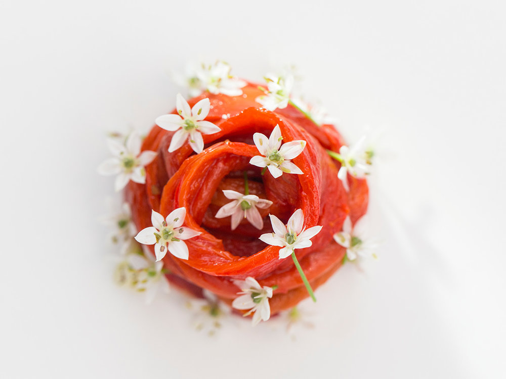 bell pepper - fresh cheese - chinese chive flower (Hertog Jan)