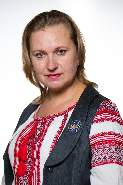 НАГОРНАБожена  Вікторівна - вчитель музичного мистецтва,вокаліст, хормейстер, організатор,сама складає вірші та пише музику до свят, виготовляє декорації