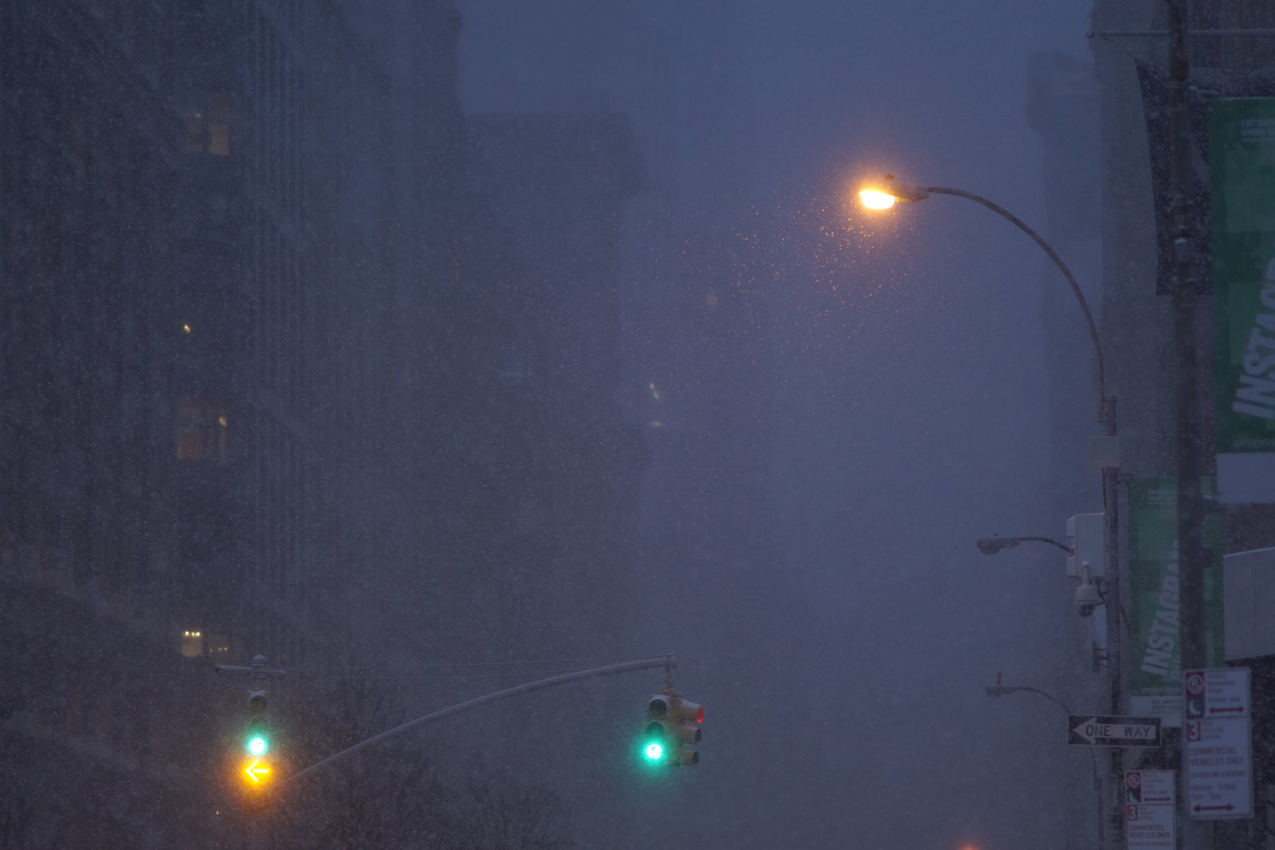 photos of NYC during juno blizzard park avenue