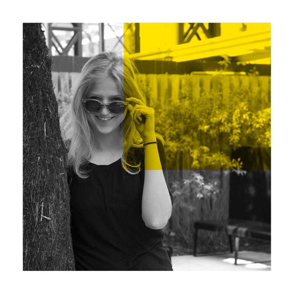 Sophie Vialatel - La rêveuse  Diplômée de l'ESAG Penninghen. Directrice artistique et illustratrice free-lance depuis 2 ans dans le graphisme social.