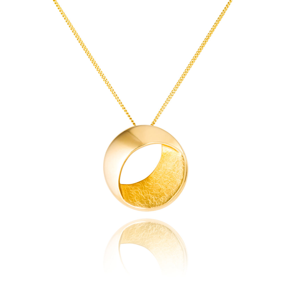 9ct yellow gold pendant complete on a 9ct yellow gold chain - £795
