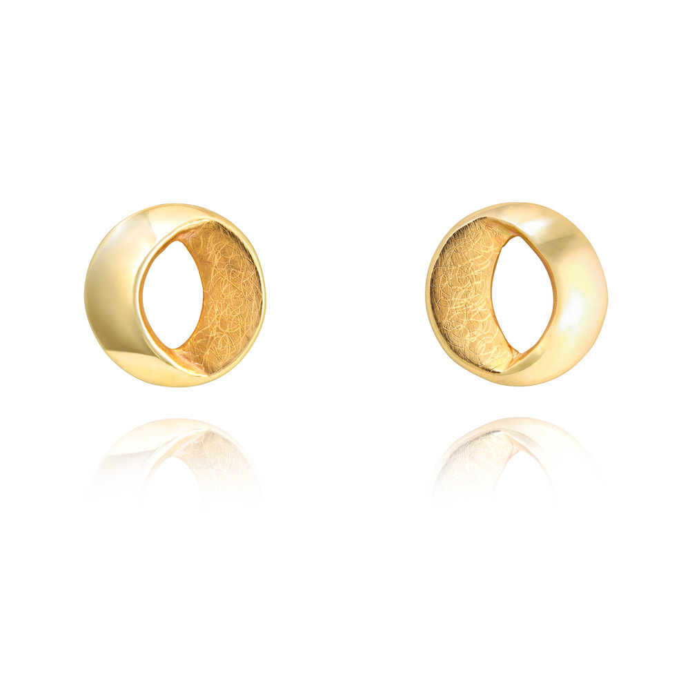 9ct yellow gold stud earrings - £735