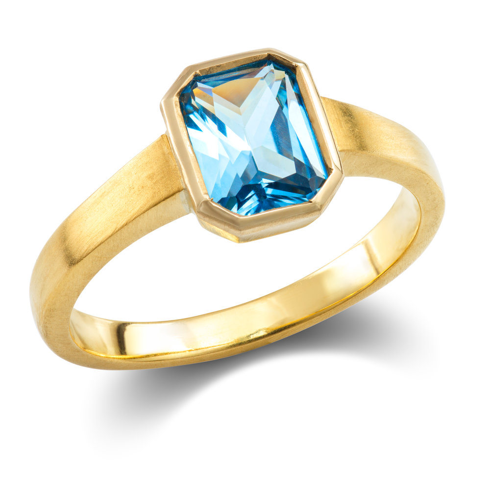 18ct Yellow Gold, Blue Stone Ring a.jpg