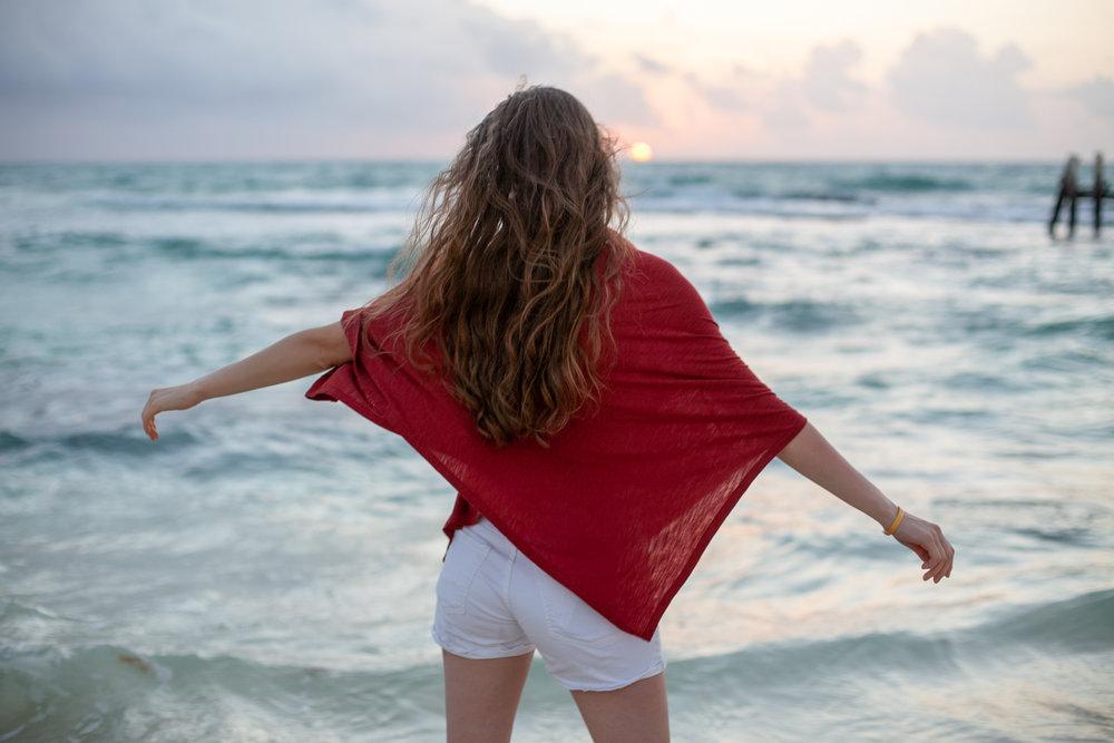 Sunrise beach twirls (poncho  Wild Mantle )