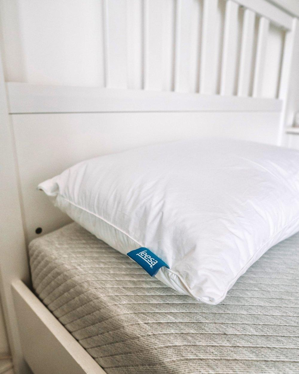 Leesa mattress pillow review