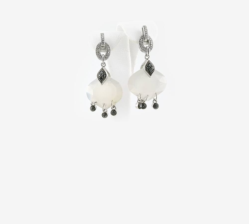 di product marzapane white bijoux princess earrings and black detail hoop casetta