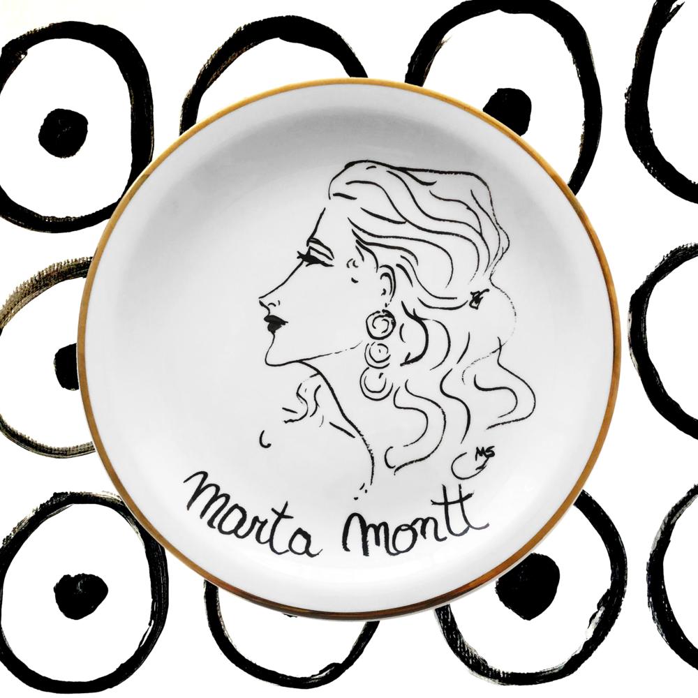 Marta Montt - Descendiente de tres presidentes, Marta Montt Balmaceda fue modelo y bailarina. Famosa en Zapallar por ser la primera en usar un bikini, hizo carrera internacional en Nueva York. Marta vio la llegada del hombre a la luna por televisión en el departamento de Diana Vreeland en Park Avenue.