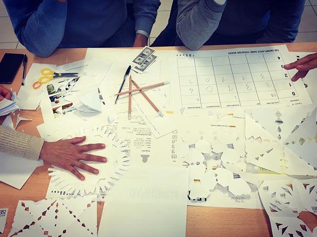 Secondo giorno di formazione per i partecipanti del #leaninnovationexpress, e si comincia con un gioco di formazione!😀 .  #TheDoers #innovation #innovazione #LeanStartup #Lean #business #management #mgmt #disruption  #formazione #training #LINE #snowflakes #fiocchidineve #gioco #game #market #TNC #LeanINovation #TheNextCurve #ideas #idea #projects #progetti #management #mgmt #workshop #formazione #consulting