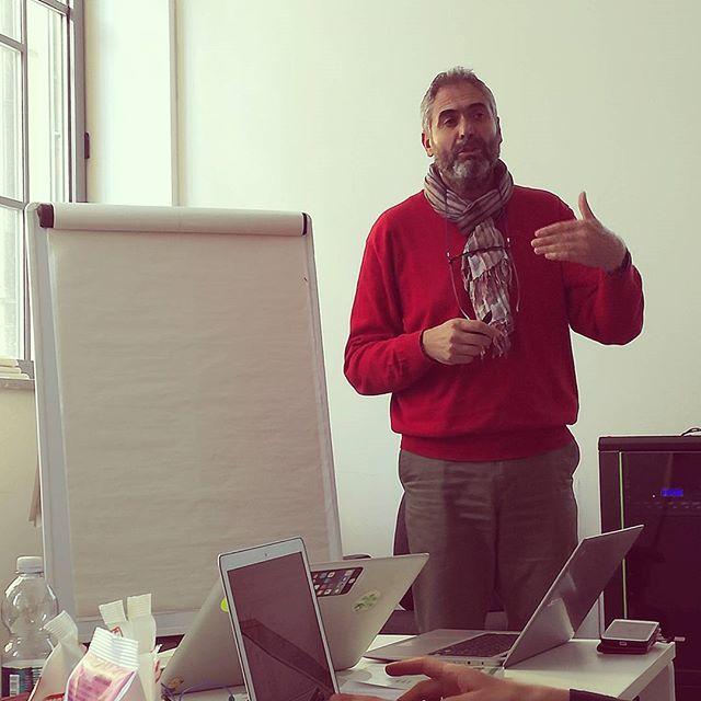 Prove di workshop! 👓🔋📖 . #TheDoers #innovation #innovazione #LeanStartup #Lean #business #management #mgmt #disruption #talkinprogress #talkonprogress #leaders #theboss #working #office #officework #polaritymanagement #polaritymgmt