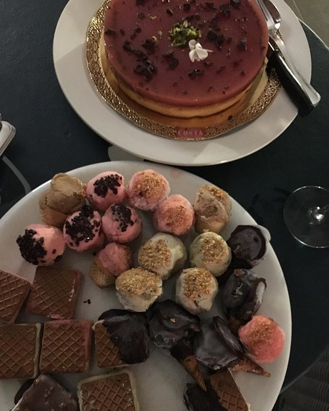 Perché la Sicilia.....è continuamente una super piacevole tentazione!! • • • #mariarenataletoqueenbee #sicily #gelato #icecream #gelodimelone #buonissimo #ilovesicily#happiness