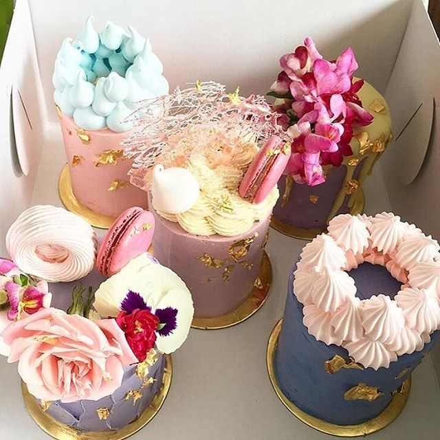 Stunning!!!! Repost by @thepurplecupcake_  Have a great weekend!!! • • • #queenbeeloves #stunning #birthdaycake #iwantformybirthday