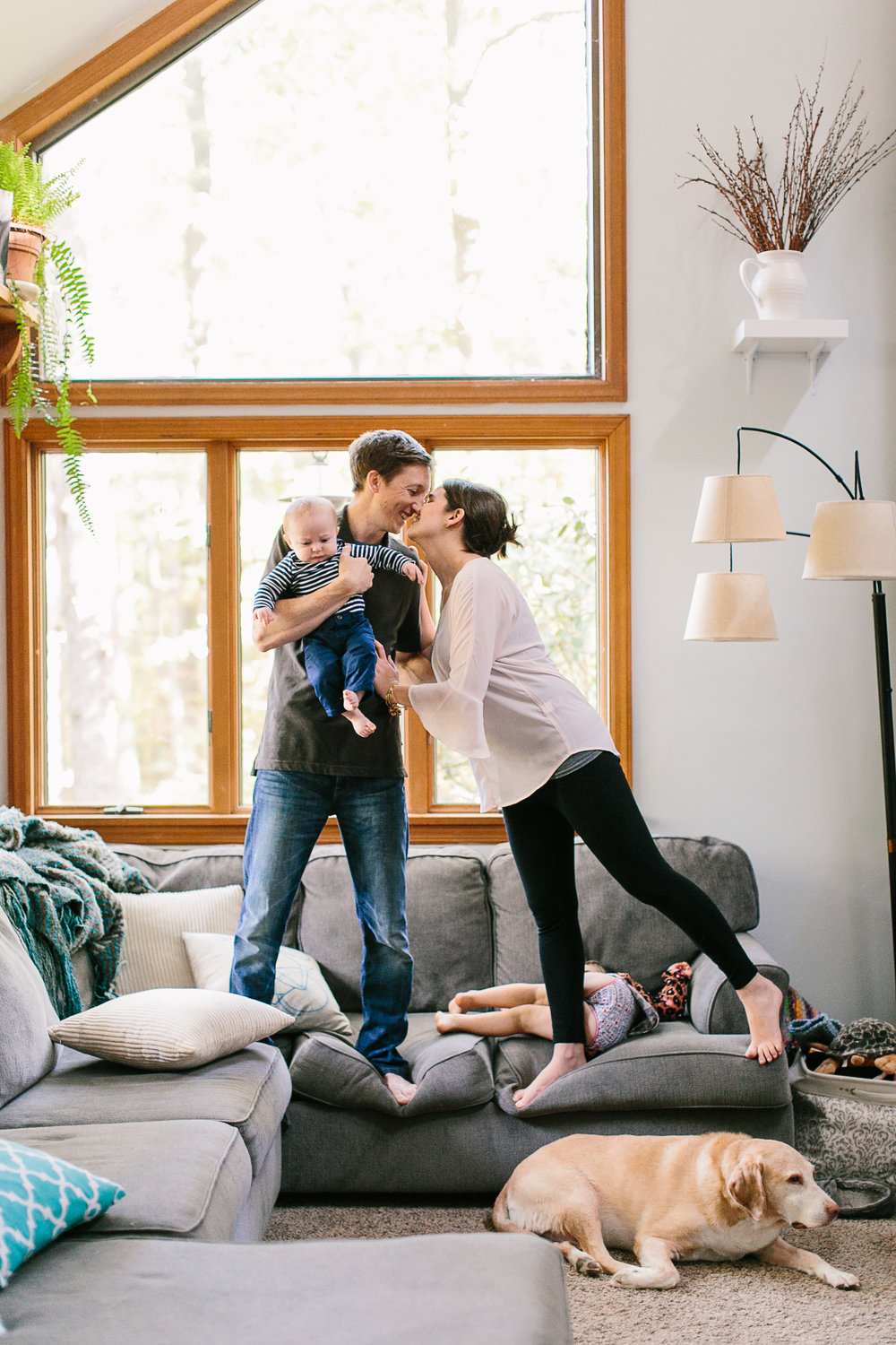 family of 4 in home photo shoot